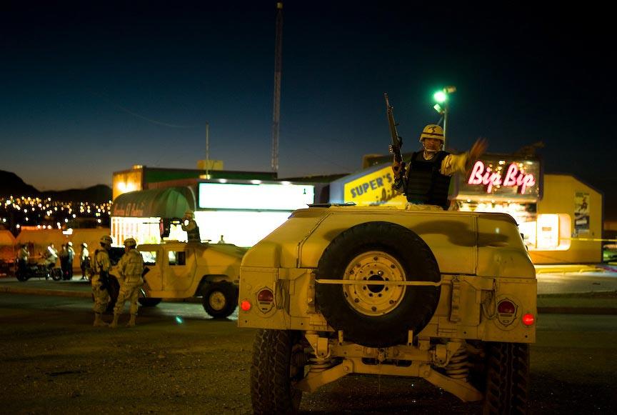 Juárez: Army halting vehicles; © Julián Cardona