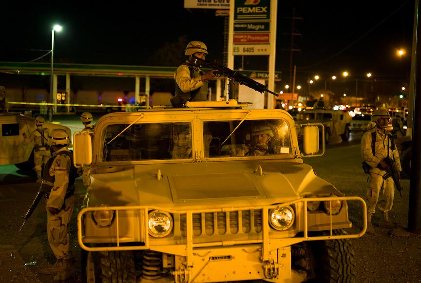 Juárez: Army troops and military vehicles patrol the streets; © Julián Cardona