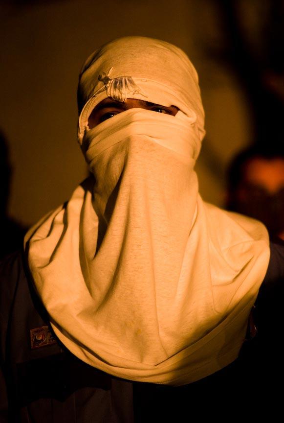 Juárez: Masked person; © Julián Cardona