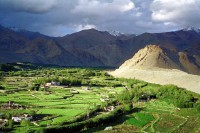 Mt Kailash: Farms underr the mountain