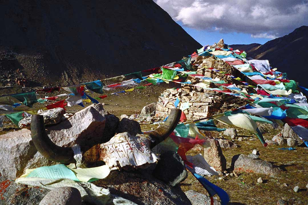 Mt Kailash: Prayer flags and skulls
