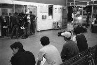 Immigrants at bus station (photo: Julián Cardona)