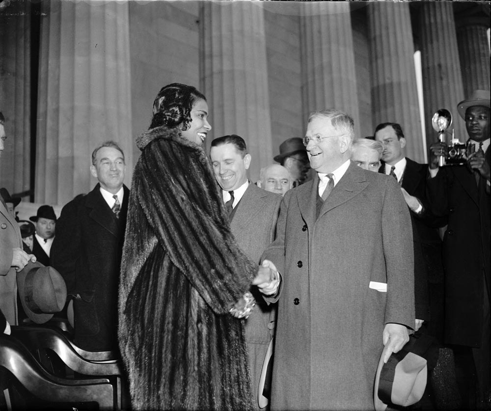 taking a look at marian anderson The organizers of marian anderson's 1939 concert hoped that anderson's fame and reputation would encourage the dar to make an exception to its restrictive policy but the request was denied anyway, and despite pressure from the press, other great artists, politicians, and a new organization called the.