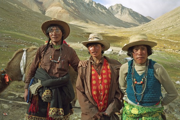 Tibetans in mountians, Scott Carrier photo